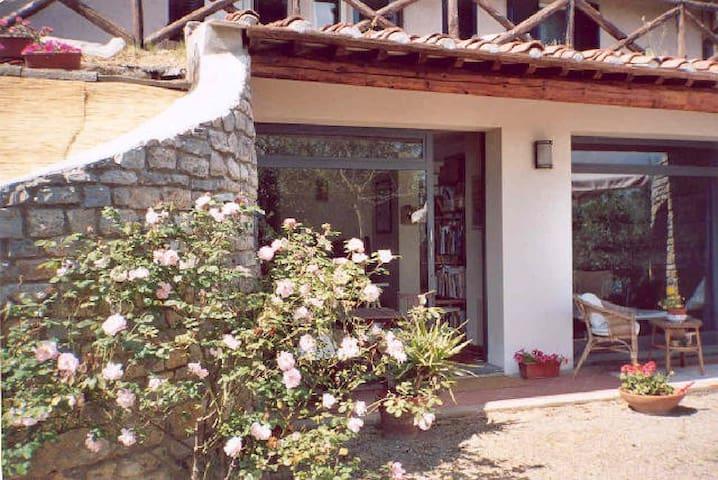 LOFT in campagna con giardino - Lari - Loft
