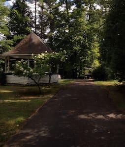 Get away to the Adirondacks - Lake Luzerne-Hadley - Rumah