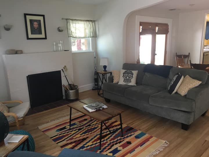 SPECIAL RATE Spacious 3 bedroom downtown bungalow