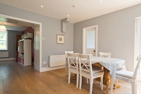 Lovely family home in Kimmage, Dublin on major bus routes and a short taxi journey from Dublin City Centre.  5 minutes walk from local shops/restaurants/coffee shops. A wonderful holiday home from which to explore all that Dublin has to offer.