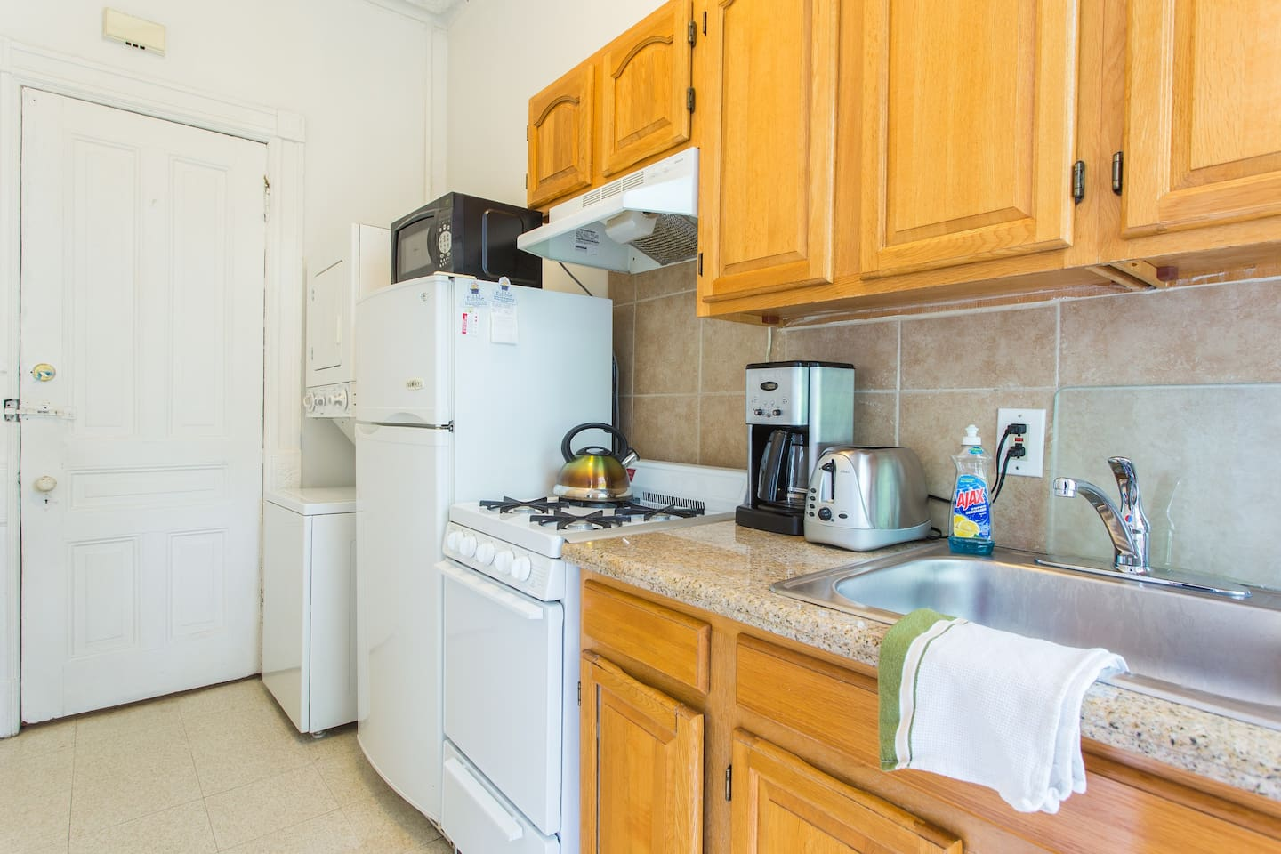 Granite counters and Washer & Dryer -- PACK LESS CLOTHES!!!!