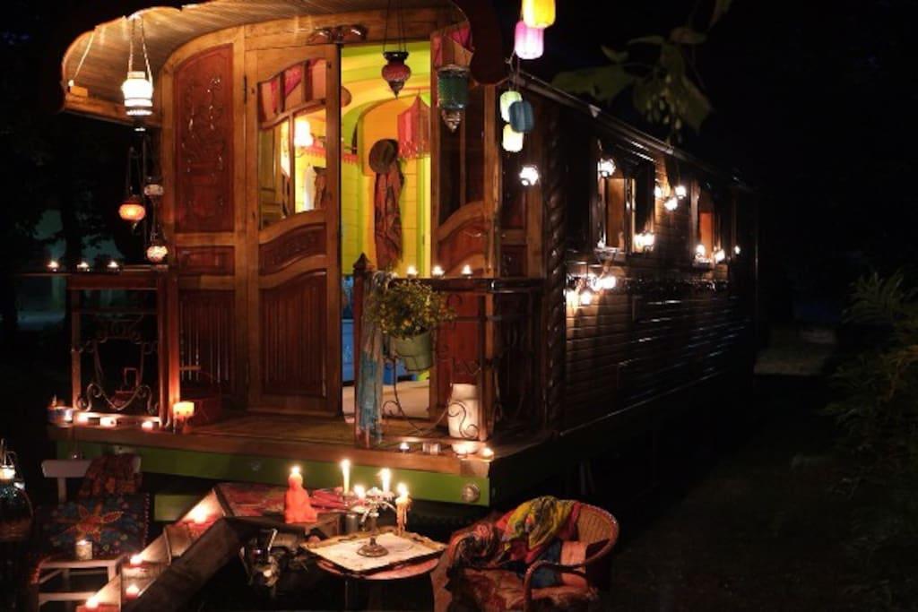 Lampions et bougies pour une atmosphère romantique