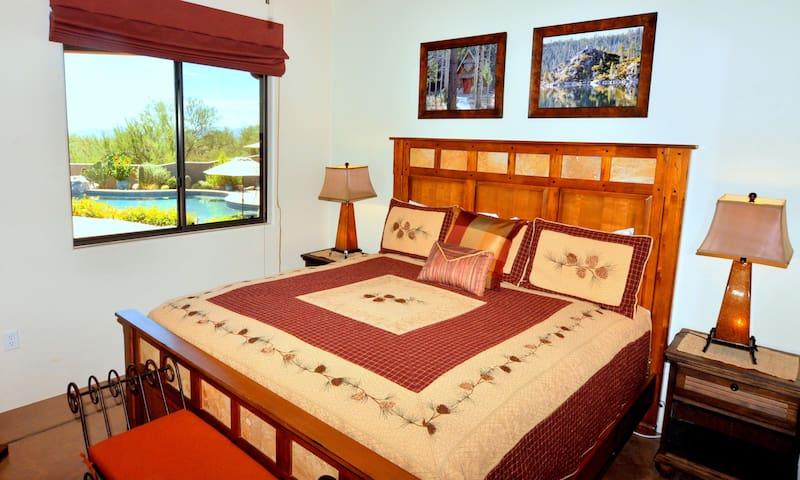 'Tahoe' King bedroom w/ adjacent Jack 'n Jill bath