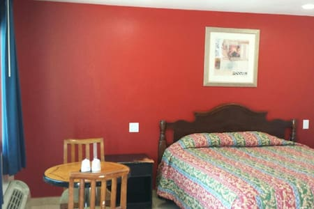 *New* Flamingo Motel Suite #116 - Lynwood - Flat