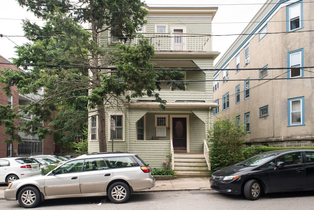 2nd floor of triple decker on a quiet tree lined street in Mid Cambridge 10 min walk to Harvard Square and 15 min. to MIT