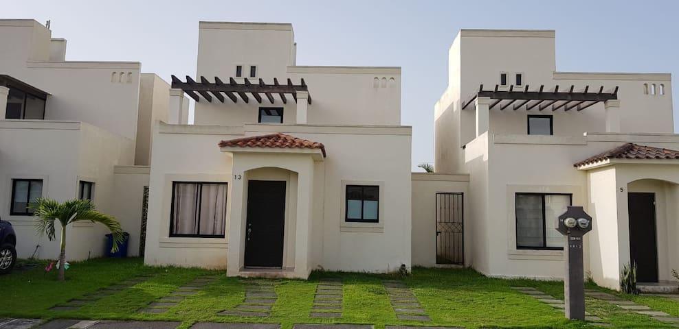 Casa Quinta Granada a 5 min.Plaza Dorado,10 aPlaya