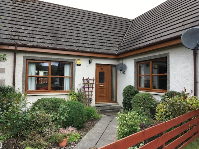 Braeriach, cosy, well equipped 3 bedroom bungalow