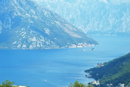 Apartment 2 with a panorama view on the Kotor Bay - Gornji Morinj