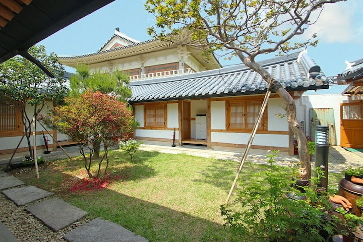 안채C-전주한옥마을 전통한옥 사랑나무/신축,개별욕실, 무료WIFI ,개별냉난방