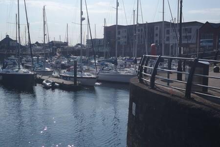 Comfortable flat Maritime Quarter