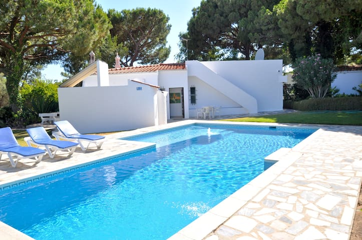 A super little villa for small parties set in a beautiful....