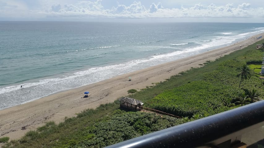 Stay on the beach! On lovely Hutchinson Island!
