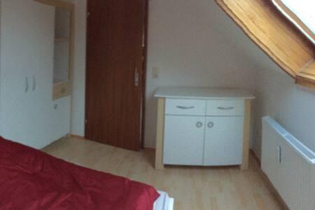 Zimmer in moderner Maisonette- - Flat