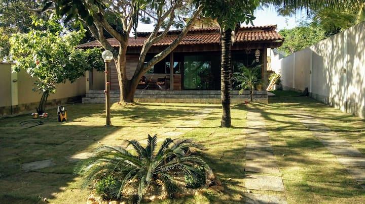 Casa em Cabo Frio com Piscina, super arborizada!