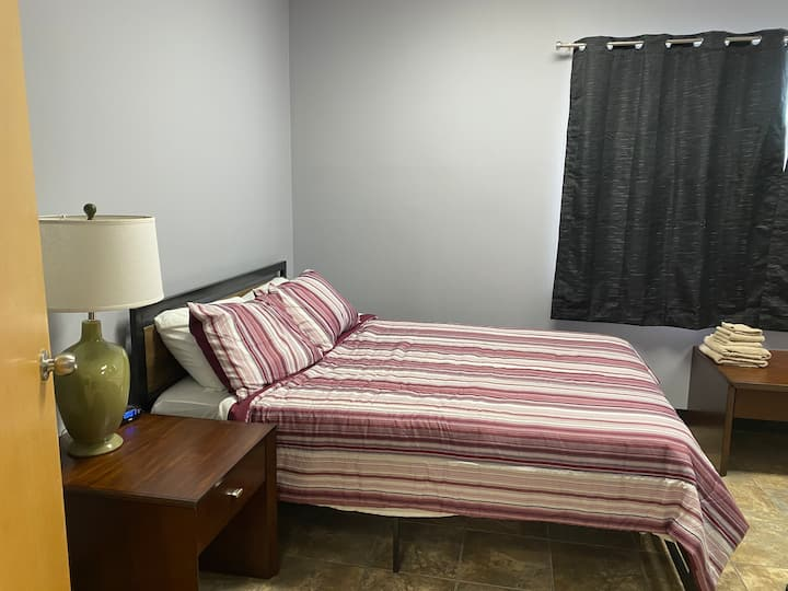 3 Flags- Room 2- Spacious room with queen size bed
