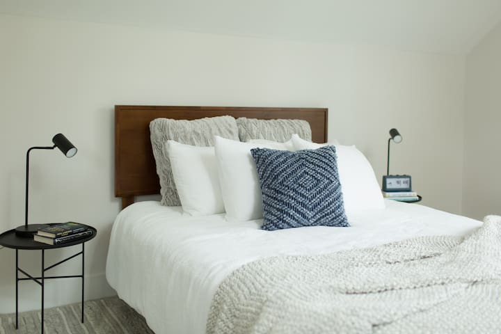 The coziest of queen beds for your relaxing stay.