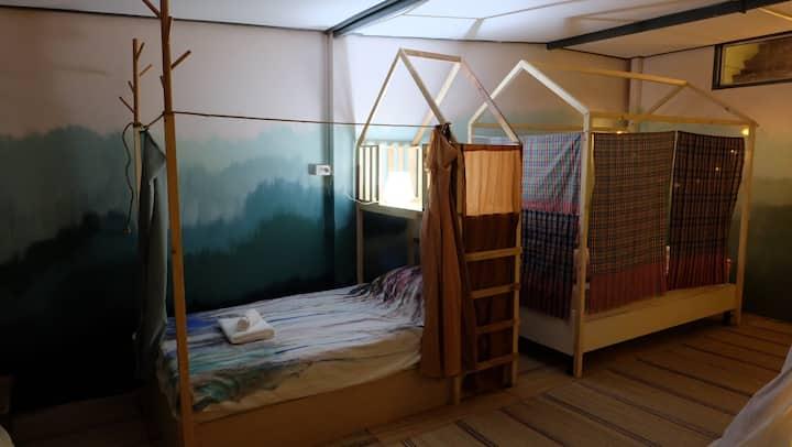 Baan Chuen Artsy homestay- Private 3 beds en-suite