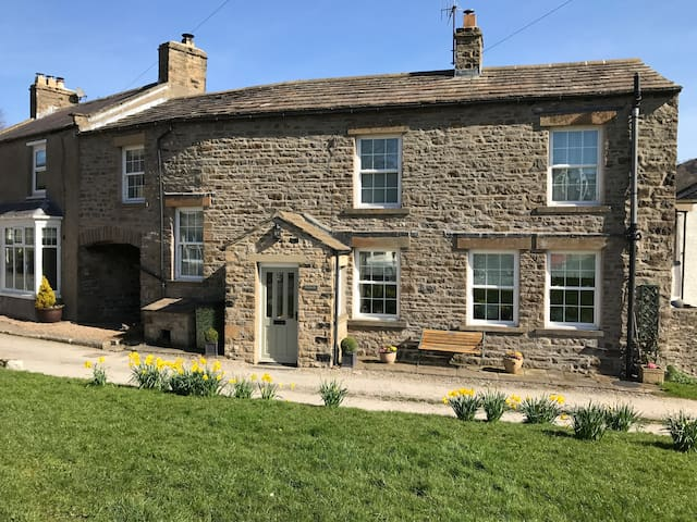 Picturesque Yorkshire Dales Cottage