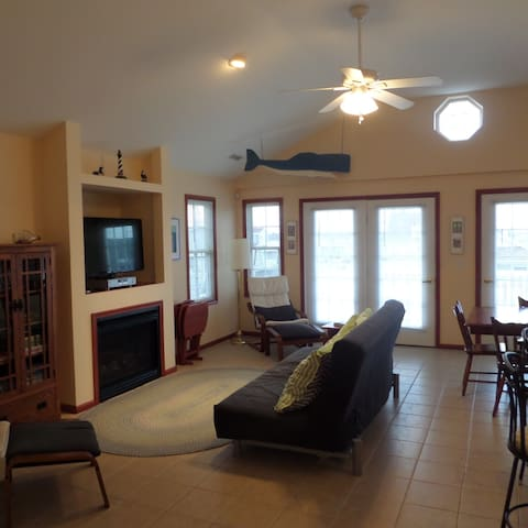 3 BR 2 Bath Close to Beach, Boardwalk, Restaurants