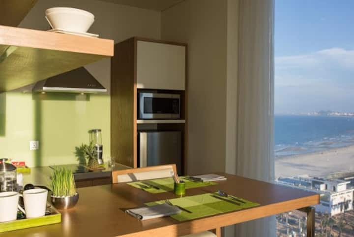 OCEAN FRONT 󰀄 APT 2BRs PANORAMA FUSION SUITES DN