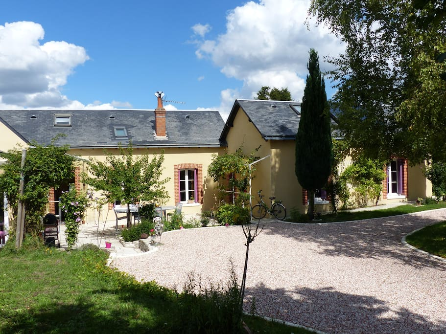 B B With Garden Enclosed Parking Stunning View Houses For Rent In Amboise Centre France