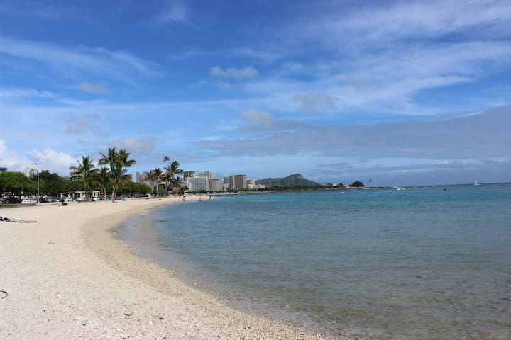 View from harbor end of Ala Moana Beach Park