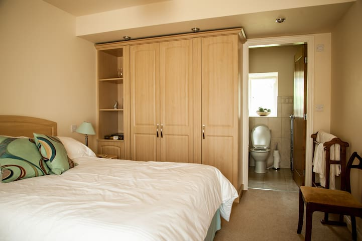 With ensuite toilet & shower room