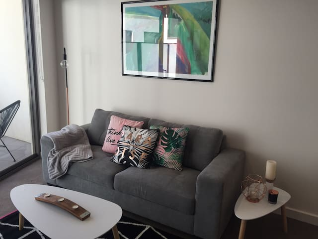 Modern near new apartment close to the Airport - Niddrie - Apartamento