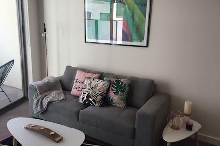 Modern near new apartment close to the Airport - Niddrie - Appartement