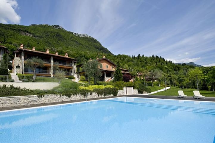 EXCLUSIVE GOLF CLUB VILLA POOL+LAKE - Toscolano Maderno - House
