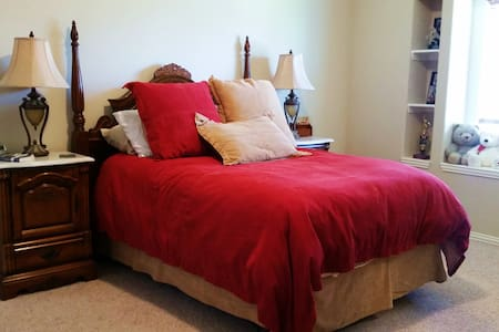 Spacious Red Bedroom - Mansfield - Ház