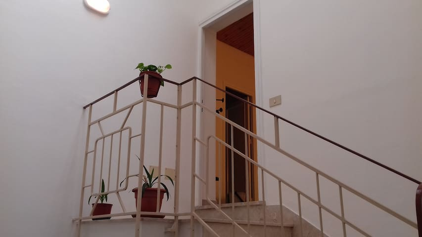 Ingresso appartamento indipendente.