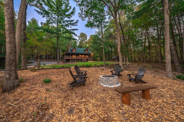 Mountain View Cabin, 6 Acres w/ Hot Tub & Fire Pit