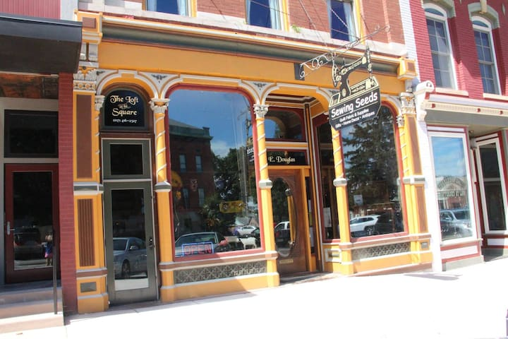 The Loft on the Square in Petersburg