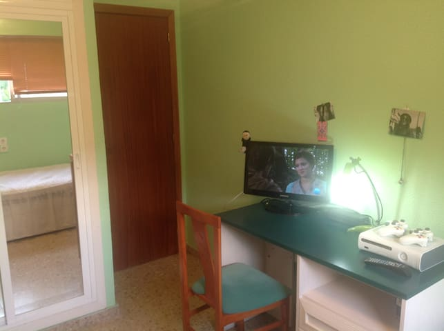 Habitacion con TV,  WIFI y consola XBOX