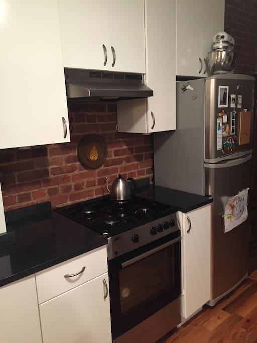 Kitchen (sink is on opposite wall)