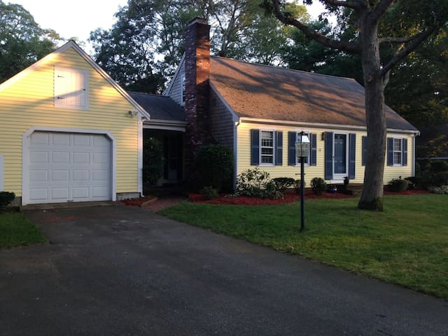 Welcoming Cape Cod Home - Yarmouth - Hus