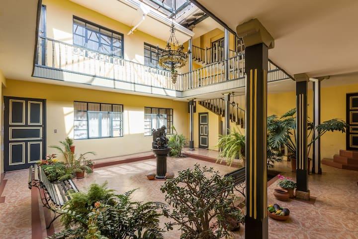 Hermoso Departamento Patrimonial - Cuenca - Appartement