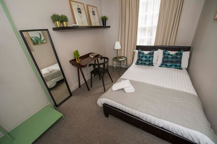Modern Room in Central London * 4