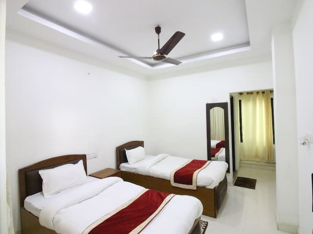 Deluxe Room with Ceiling Fan and attached Bathroom