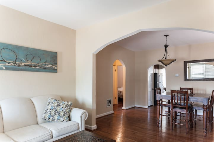 "Beautiful Vintage Home in ""The Hill- JZ Properties - Saint Louis - Casa"