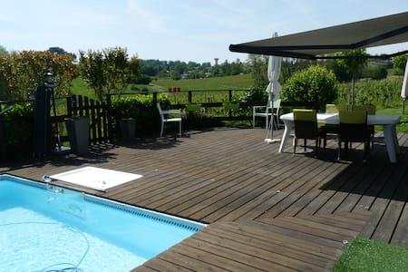 chambre à louer près de Bordeaux dans le vignoble - Quinsac - Hus
