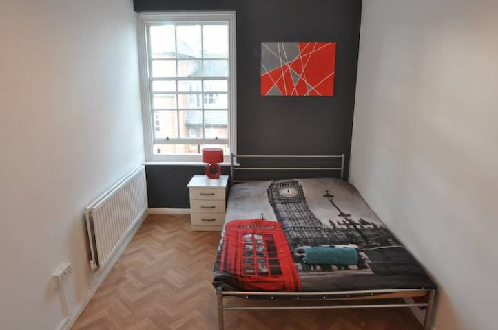 Double Room in Shoreditch/ Home cinema & Netflix