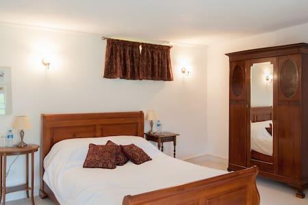 Lake Farmhouse - Garden bedroom - Sheepwash