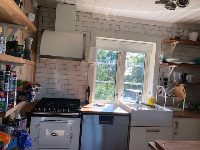 Kjøkken 1 med alt av kjøkkenutstyr