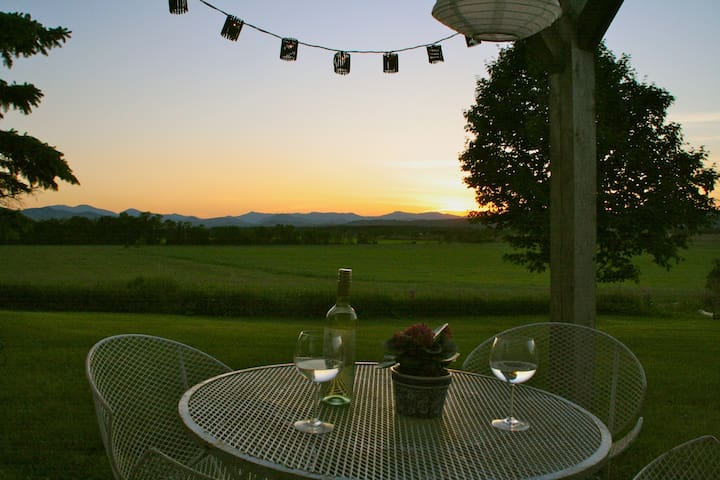 Happy hour from your private pergola