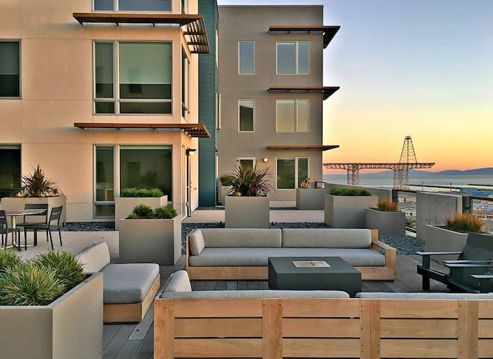 Luxury Condo in San Francisco. 2/2 w/office