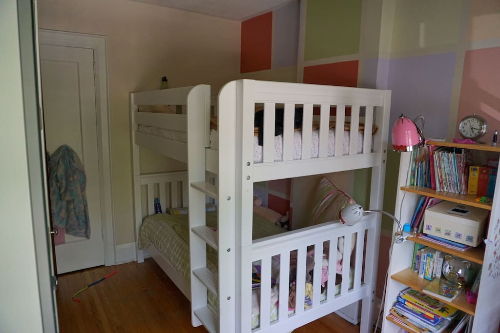 Kids room with bunkbeds