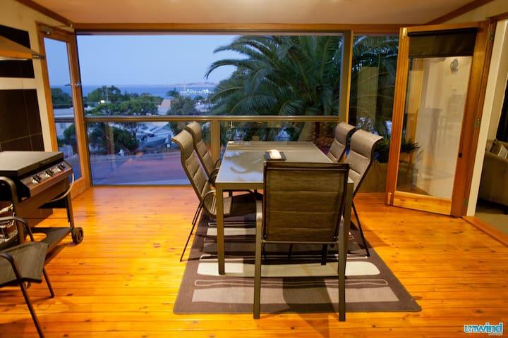 Unwind @ 'Ocean Views' on Freeman - Pet Friendly - Port Lincoln - House