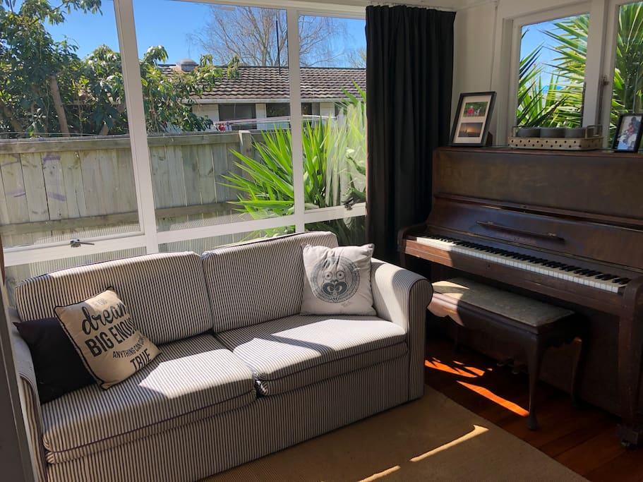 COSY COUCH - WARM SUN